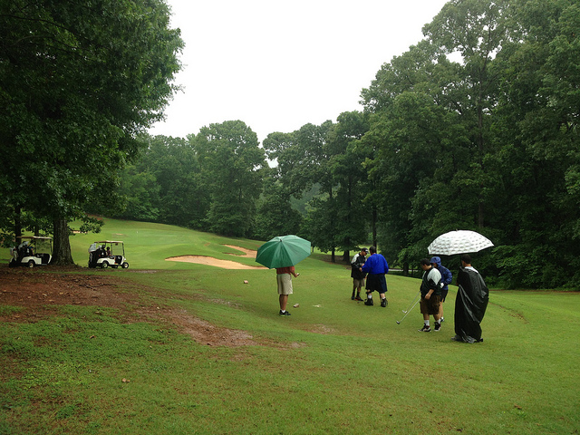 can golf be played in the rain